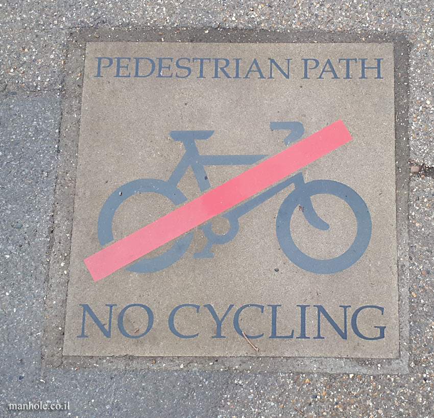 London - Pedestrian route, forbidden bicycle ride
