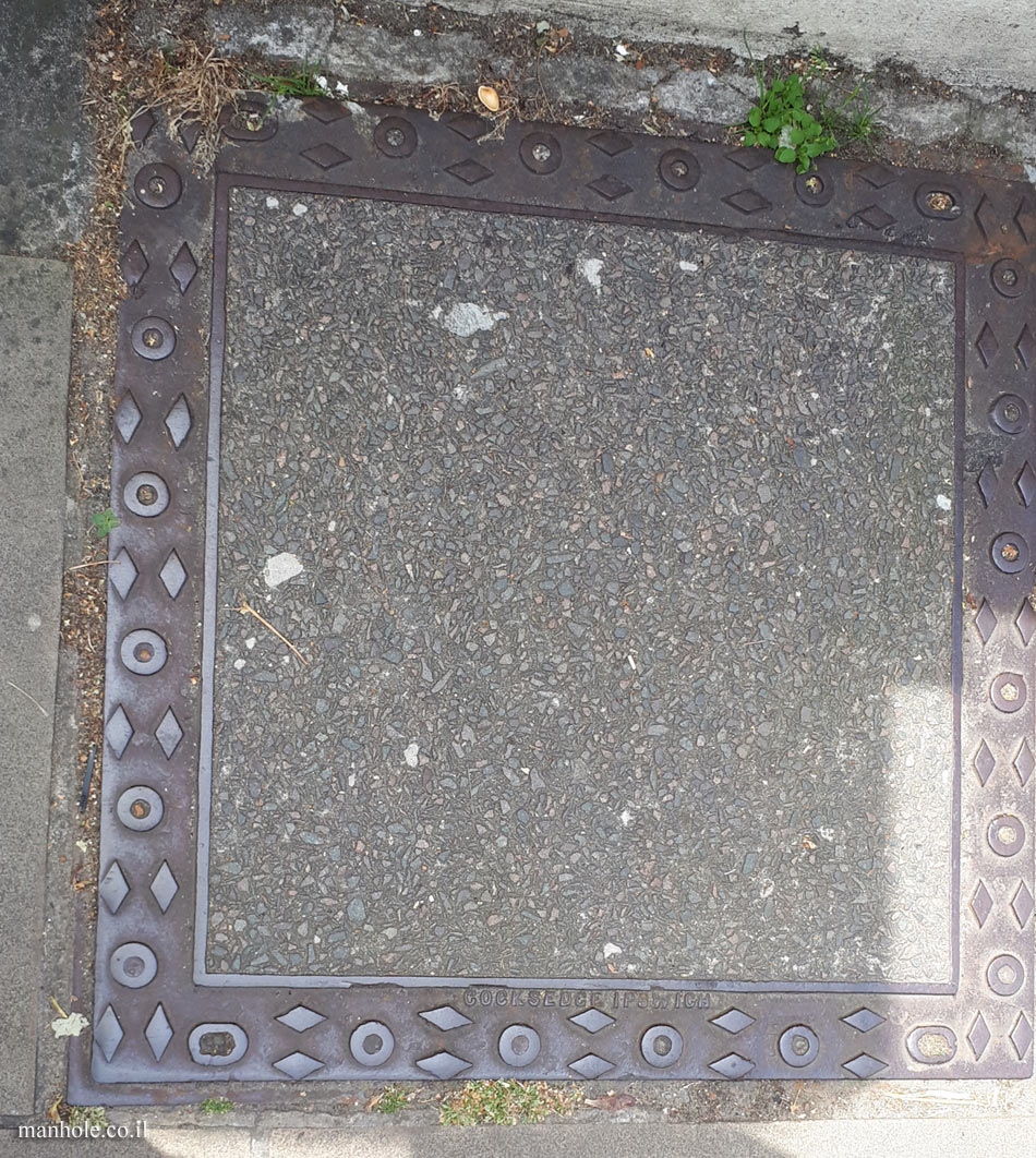 London - Large concrete cover with decorative frame