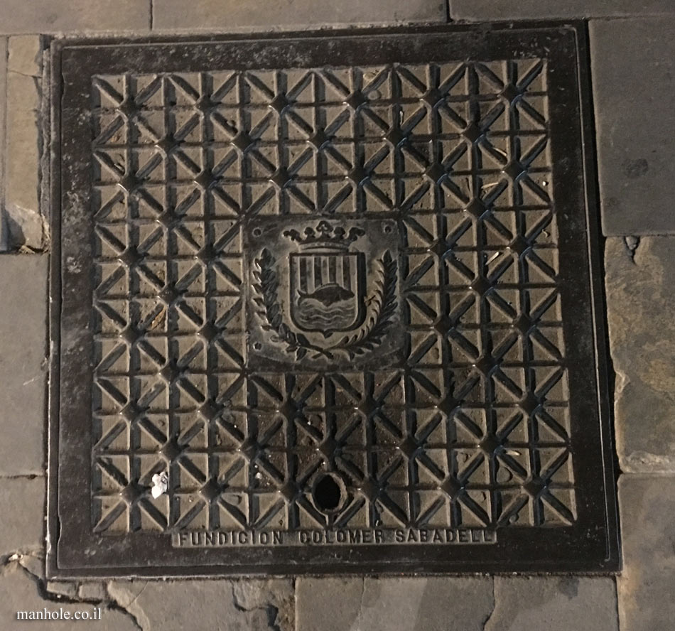 Mollet del Vallès - Square cover with city emblem