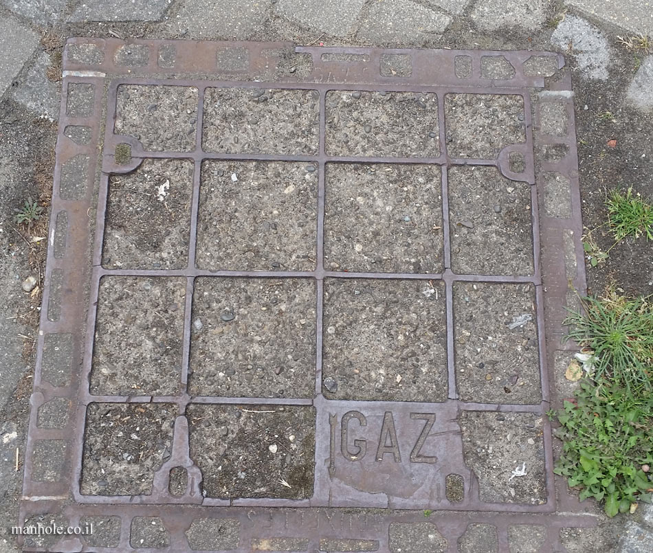 Etterbeek - A gas cover divided into squares