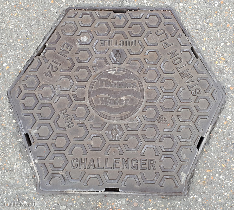 London - hexagonal cover - THAMES WATER