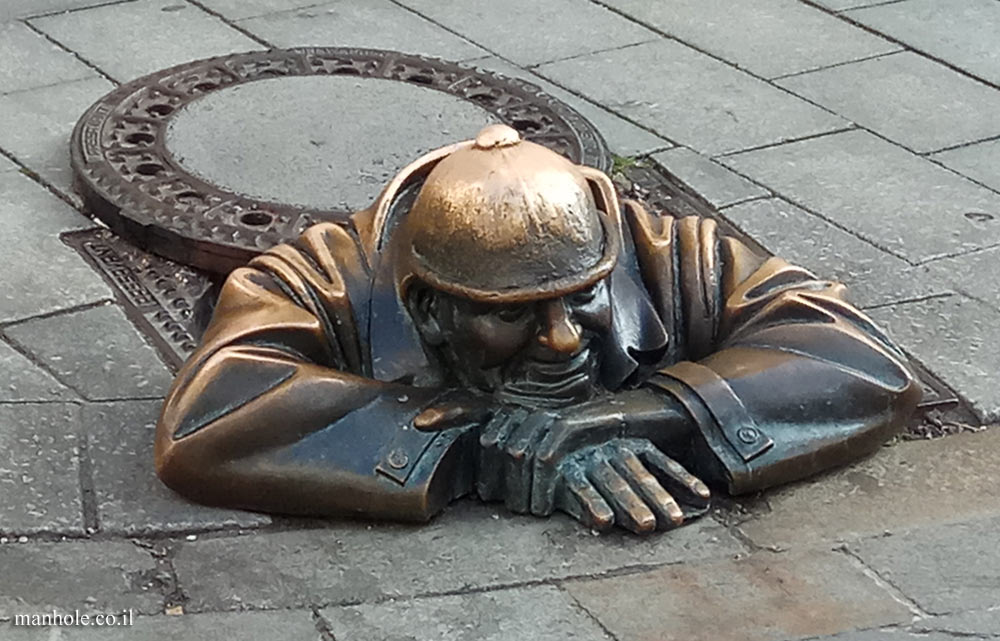 Bratislava - Outdoor sculpture - Man at work - CUMIL
