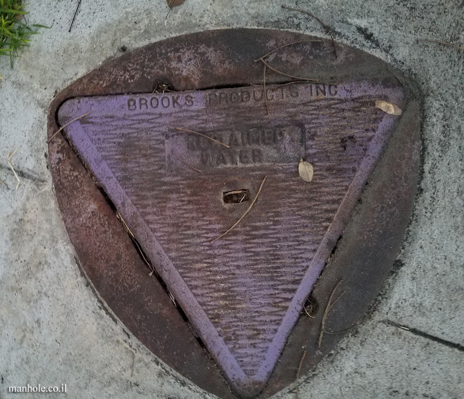 Burbank - Reclaimed water - A triangle cover in a frame close to a circle