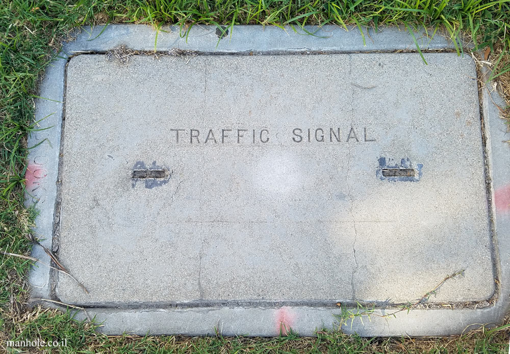 Toluca Lake - traffic lights