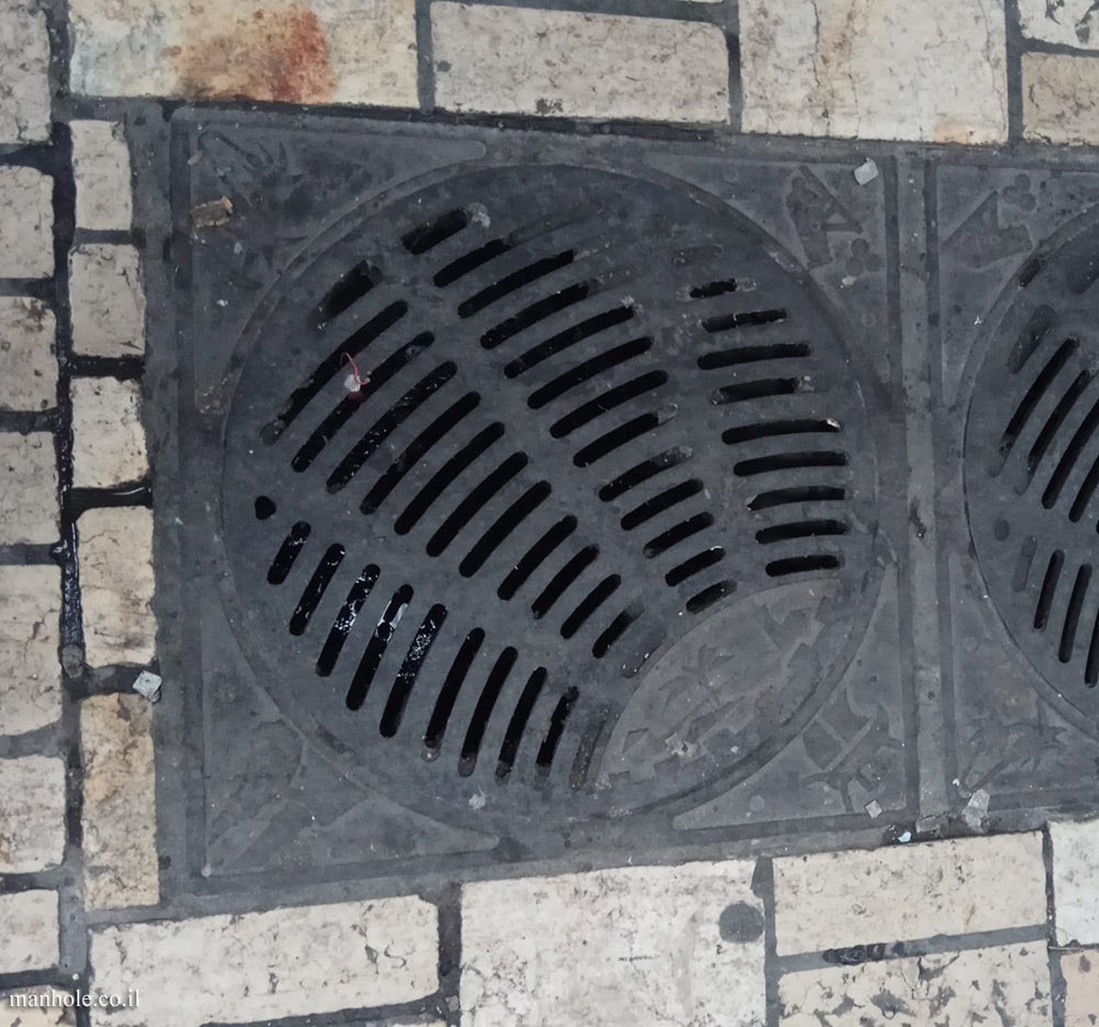 Old Acre - Drain cover with grooves along arches