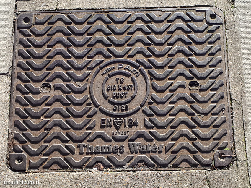 London - Thames Water - rectangular with circle in the middle of the lid