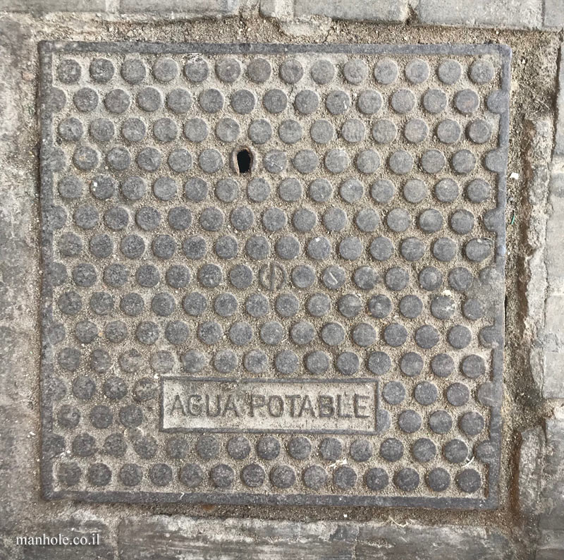 Barcelona - drinking water - cover with dots
