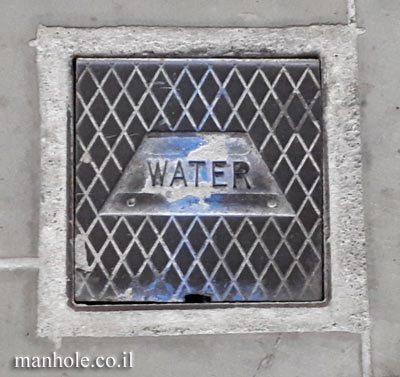 London - Water - a small lid with a trapezoid mold inside it